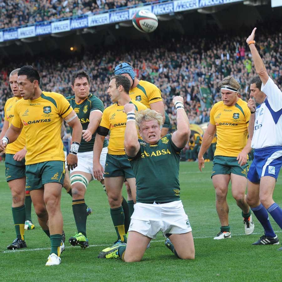 Springboks hooker Adriaan Strauss celebrates his try