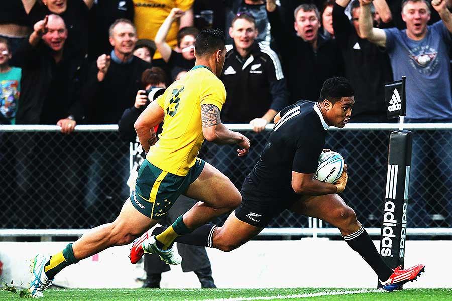 New Zealand's Julian Savea beats Israel Folau to score a try