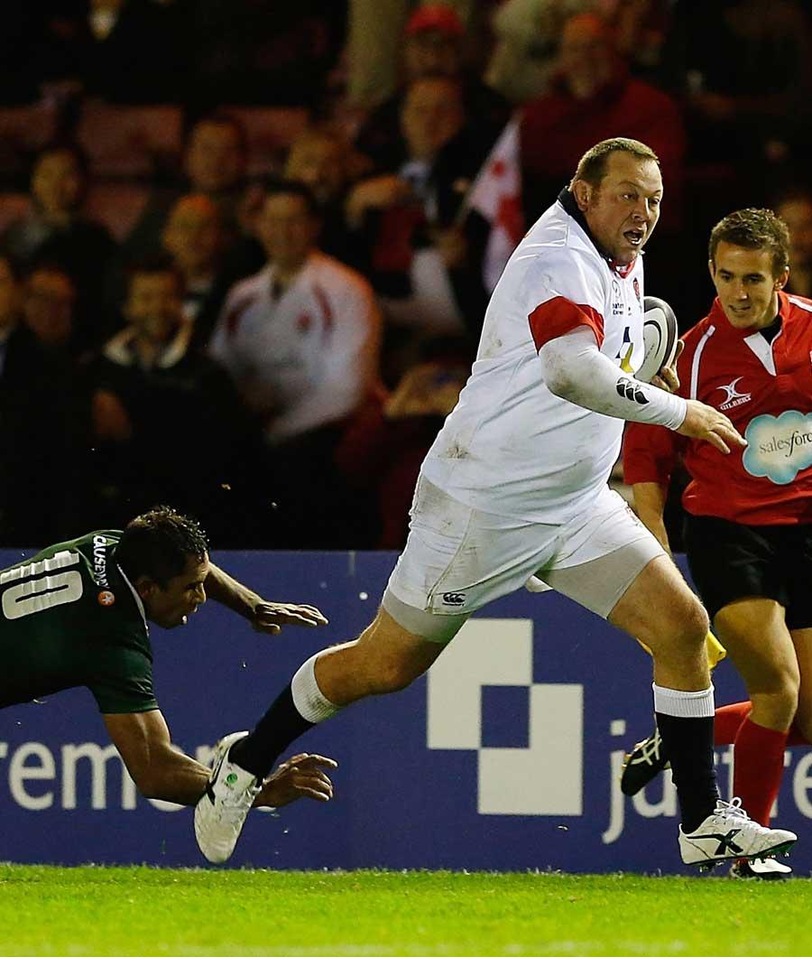 Steve Thompson en route to scoring a 75-metre try