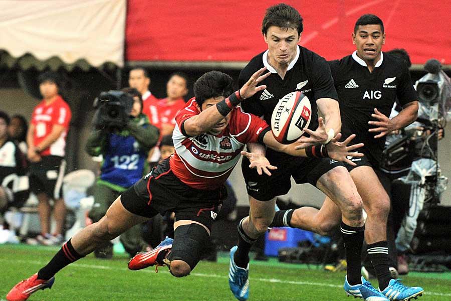 New Zealand's Beauden Barrett and Japan's Yoshikazu Fujita fight for the ball