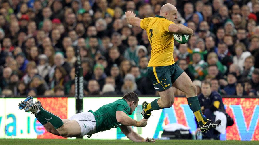 Australia hooker Stephen Moore evades Ireland prop Cian Healy