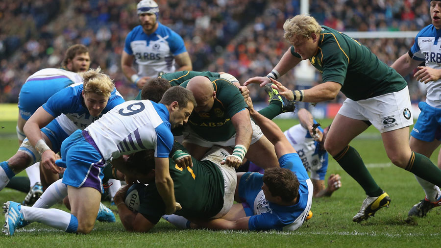 Willem Alberts scores the opening try