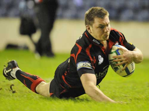 Edinburgh's Andrew Kelly dives over to score try
