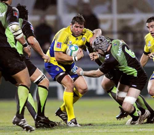 Clermont Auvergne prop Martin Scelzo tries to escape the Montauban defence