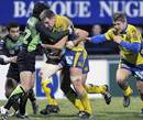 Clermont Auvergne's Elvis Vermeulen looks to force an opening
