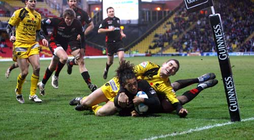 Saracens wing Noah Cato dives in to score