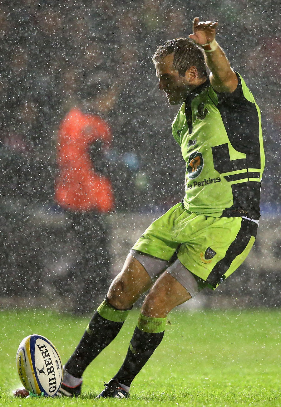 Stephen Myler lines up a shot at the posts