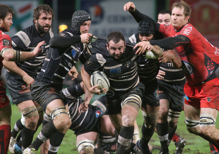 Brive hooker Guillaume Ribes runs with the ball