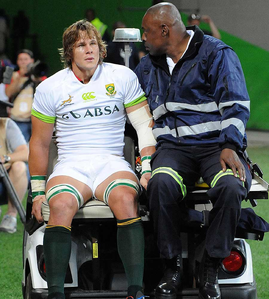 Arno Botha leaves the field with a knee injury