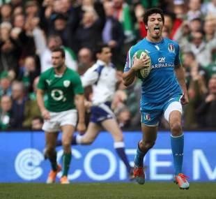 Leonardo Sarto finds a gap en route to Italy's try, Ireland v Italy, Six nations, Aviva Stadium, Ireland, March 8