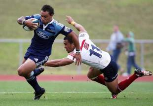 The Blues' Anthony Tuitavake evades the Reds' defence, Blues v Reds, Super 14 pre-season trial, Trusts Stadium, Auckland, New Zealand, January 30, 2009