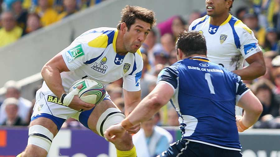Clermont's Nathan Hines eyes up Cian Healy