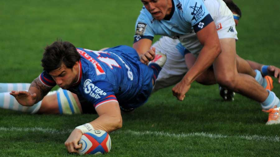 Grenoble's Julien Caminati scores against Bayonne