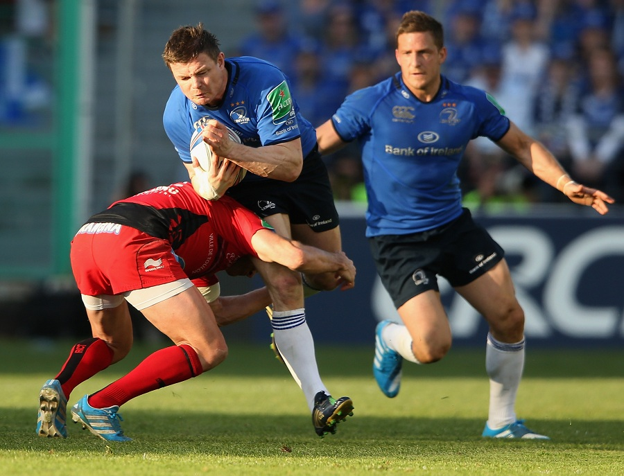 Leinster's Brian O'Driscoll is tackled by Toulon's Matt Giteau