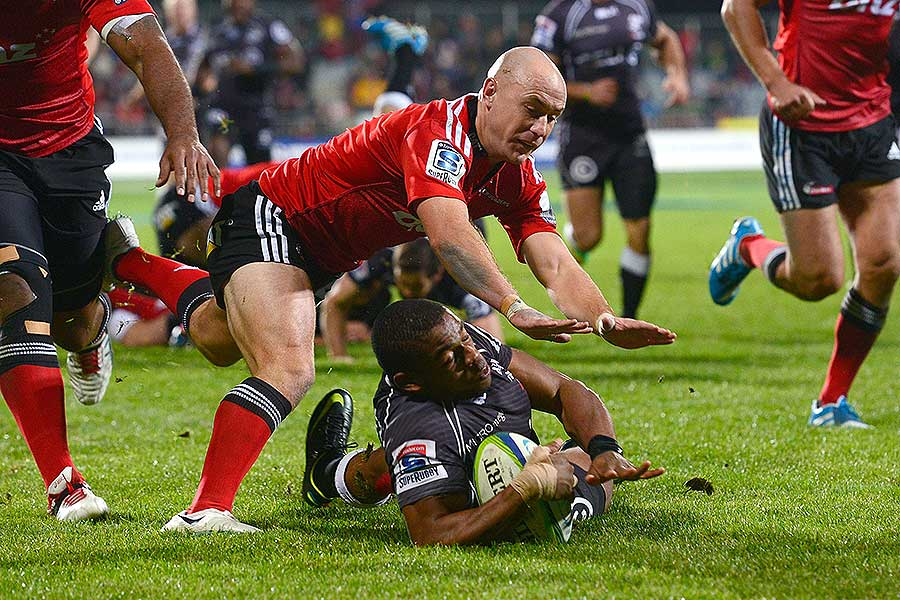 The Sharks' Sibusiso Sithole scores a try