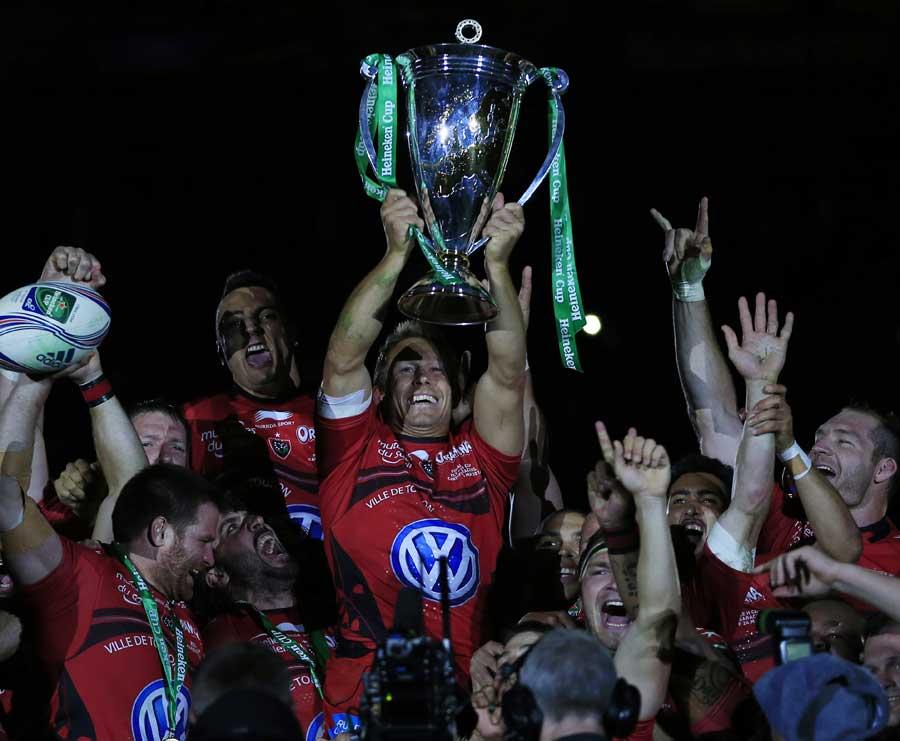 Jonny Wilkinson lifts the Heineken Cup