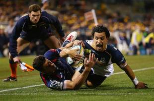 The Brumbies' Matt Toomua scores a try, Brumbies v Melbourne Rebels, Super Rugby, GIO Stadium, May 31, 2014