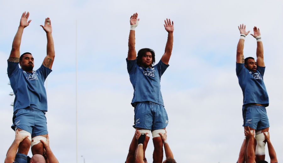 The All Blacks practise lineouts in training