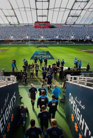 England take to the field for their captain's run, Forsyth Bar Stadium, Dunedin, June 13, 2014