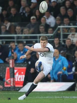 England's Owen Farrell kicks a penalty goal, New Zealand v England, 2nd Test, Dunedin, June 14, 2014