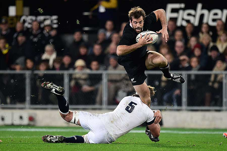 England's Geoff Parling tackles New Zealand's Conrad Smith