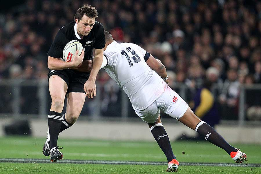 New Zealand's Ben Smith beats England's Luther Burrell