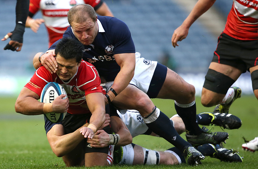 Craig Wing of Japan is tackled by Euan Murray of Scotland
