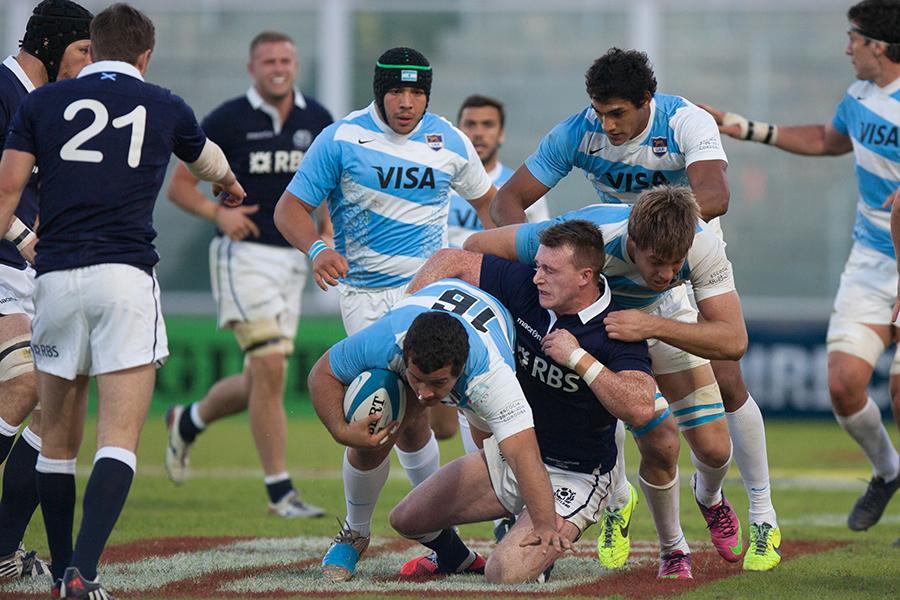 Santiago Iglesias Valdez is tackled by Stuart Hogg