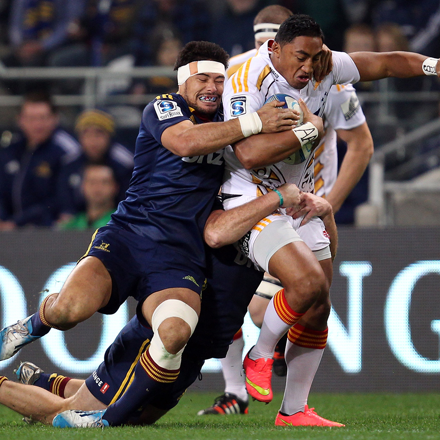 Bundee Aki attempts to burst through the tackle of Shane Christie