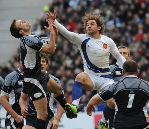 France's Cedric Heymans and Scotland's Mike Blair compete for a high ball