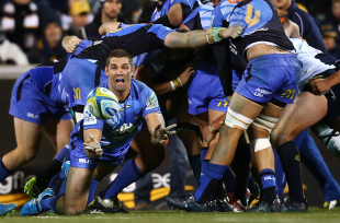 Matthew Hodgson fires a pass, Brumbies v Western Force, Super Rugby, Canberra Stadium, July 11, 2014