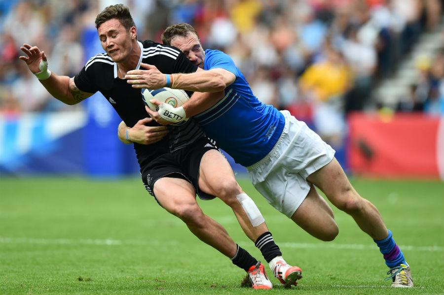 Scotland's Mark Bennett tackles New Zealand's Gillies Kaka