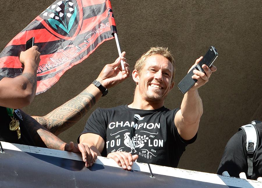 Jonny Wilkinson celebrates Toulon's Top 14 victory
