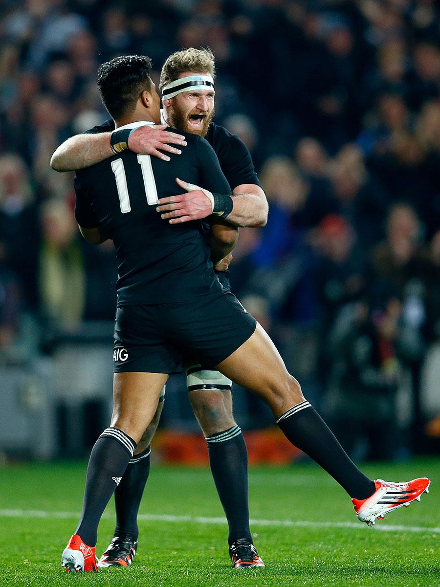 New Zealand's Kieran Read congratulates Julian Savea for his first try