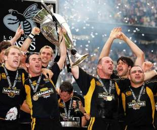 Lawrence Dallaglio leads the celebrations as Wasps lift the Premiership trophy, London Wasps v Leicester Tigers, Premiership final, Twickenham, May 31 2008.