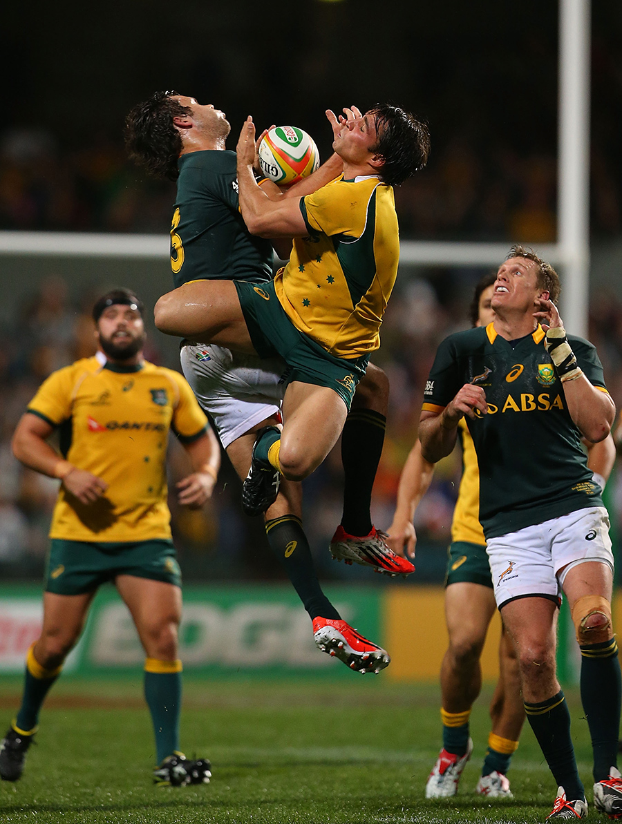 Wallabies Nick Phipps and Springboks Jan Serfontein compete in the air for a highball