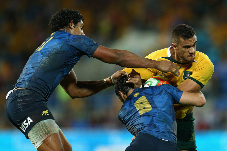 Australia's winger Peter Betham takes on the Pumas defence