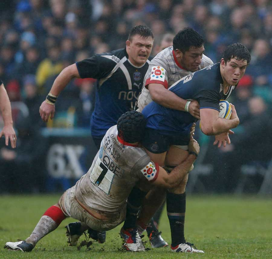 Francois Louw tries to carry forward