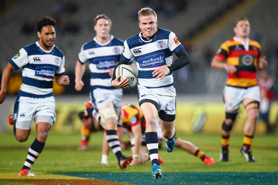 Auckland fly-half Gareth Anscombe scores a try