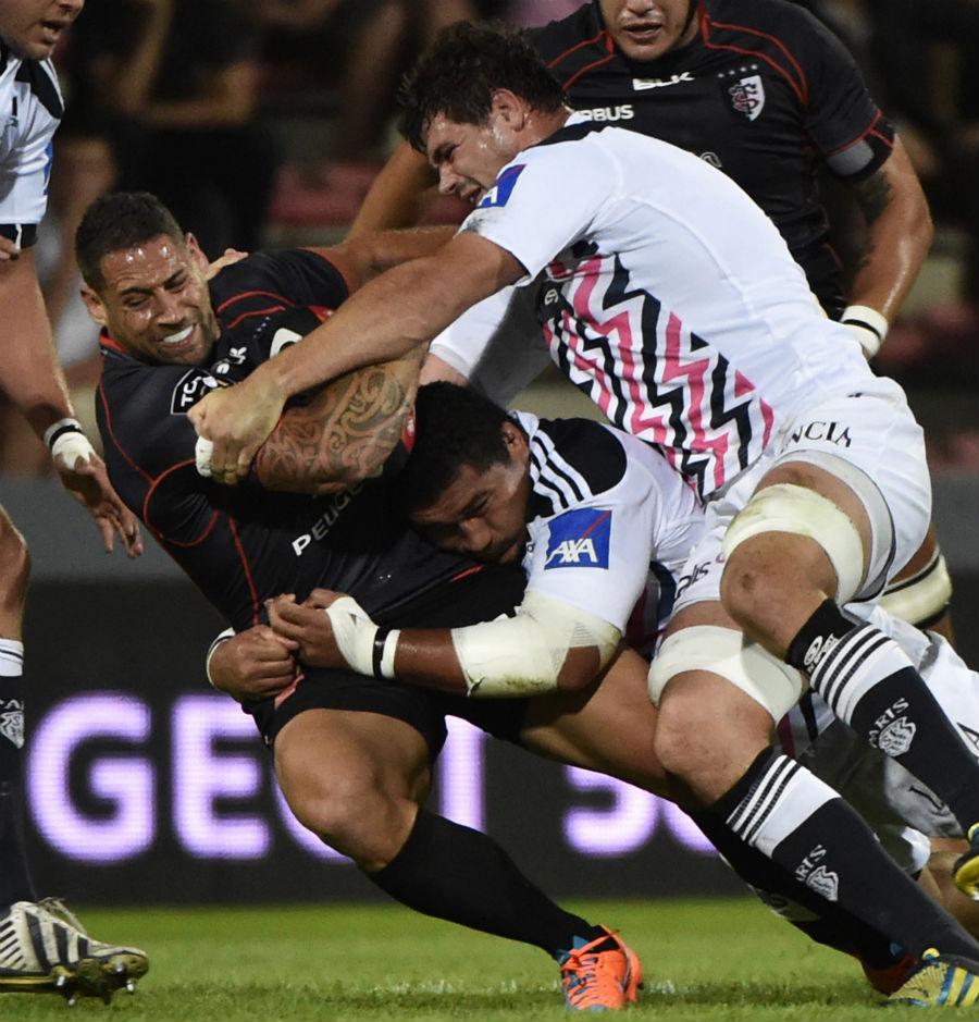 Toulouse's Luke McAlister battles forward against Stade Francais