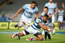 Lolagi Visinia of Auckland scores a try