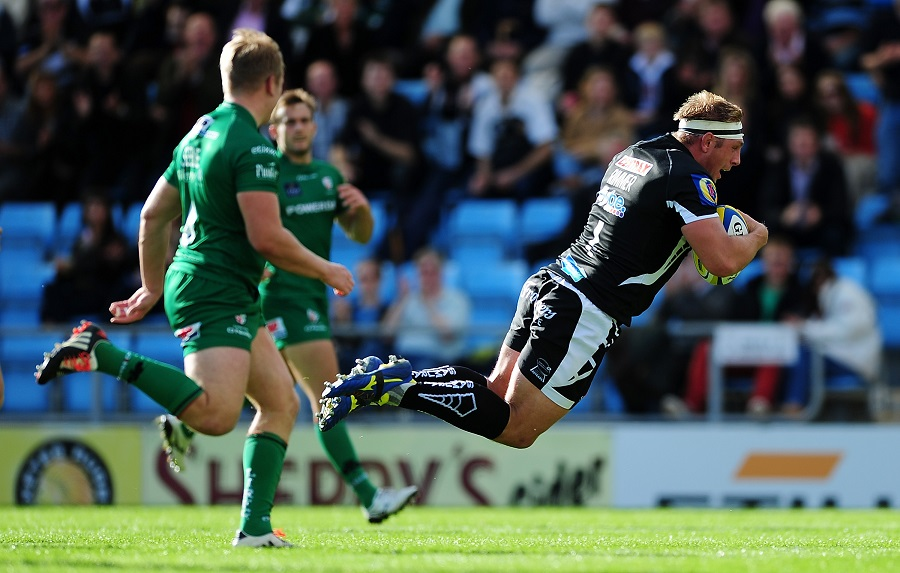 Carl Rimmer dives for a try