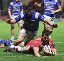 Darren Dawidiuk scores a try