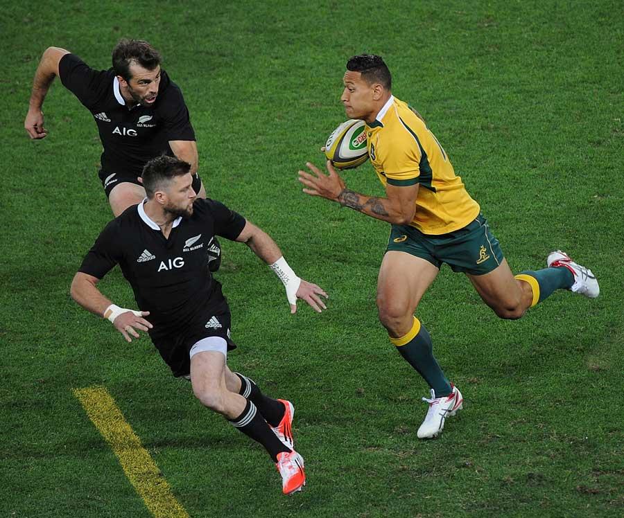Australia's Israel Folau takes the game to New Zealand