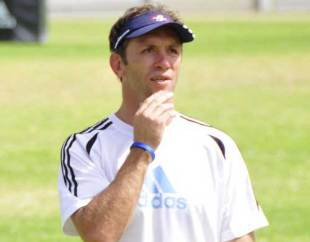 Stormers defence coach Brendan Venter looks on at training, Bellville High Perfomance Centre, Cape Town, South Africa, February 17, 2009