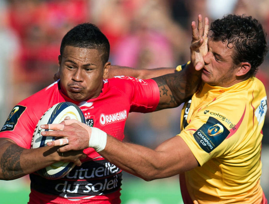 Toulon's David Smith hands off the Scarlets defender