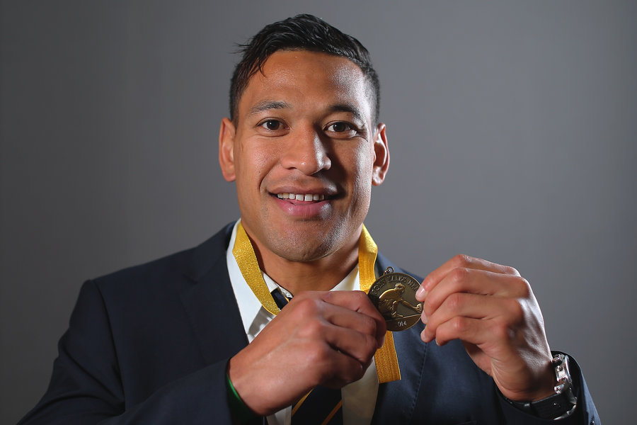 Israel Folau poses with the 2014 John Eales Medal