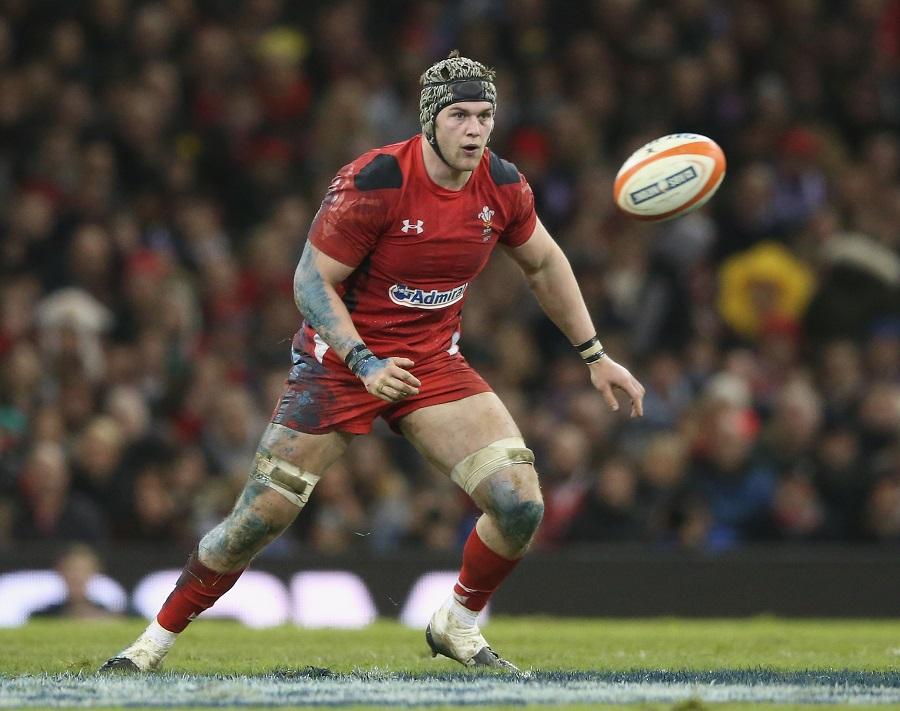 Dan Lydiate follows the ball for Wales