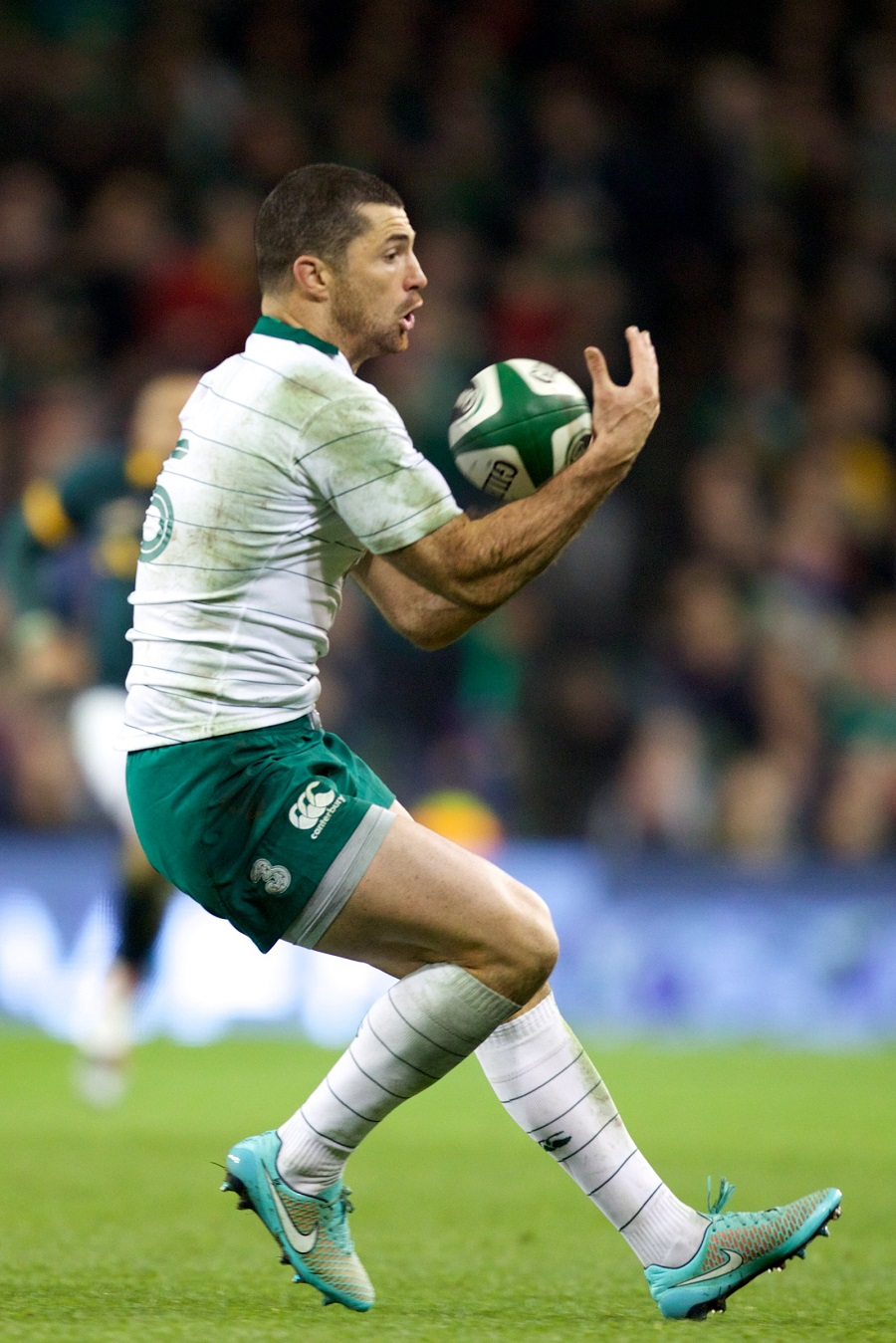 Ireland's Rob Kearney fields the ball against South Aftrica