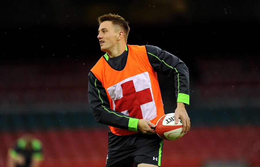 Jonathan Davies takes part in Wales training